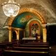 في البداية كانت عبارة عن منجم تستخدم لجمع الملح لعدة قرون مضت تحت الارض هذه هي قصة Wieliczka Salt Mines التي تحولت من منجم ملح يقع تحت الارض بمسافة 200 مترا الىكاتدرائية. فمنذ عشر سنوات كاملة لم يستخدم هذا […]